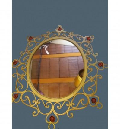 image: Espejo antiguo doado flor roja